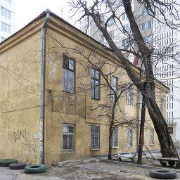 Служебный флигель комплекса Когановских домов дешевых квартир на Базарной, в доме 1