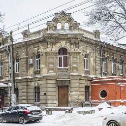 Настоятельский корпус и лазарет Свято-Архангельского Женского монастыря на Успенской, в доме 4