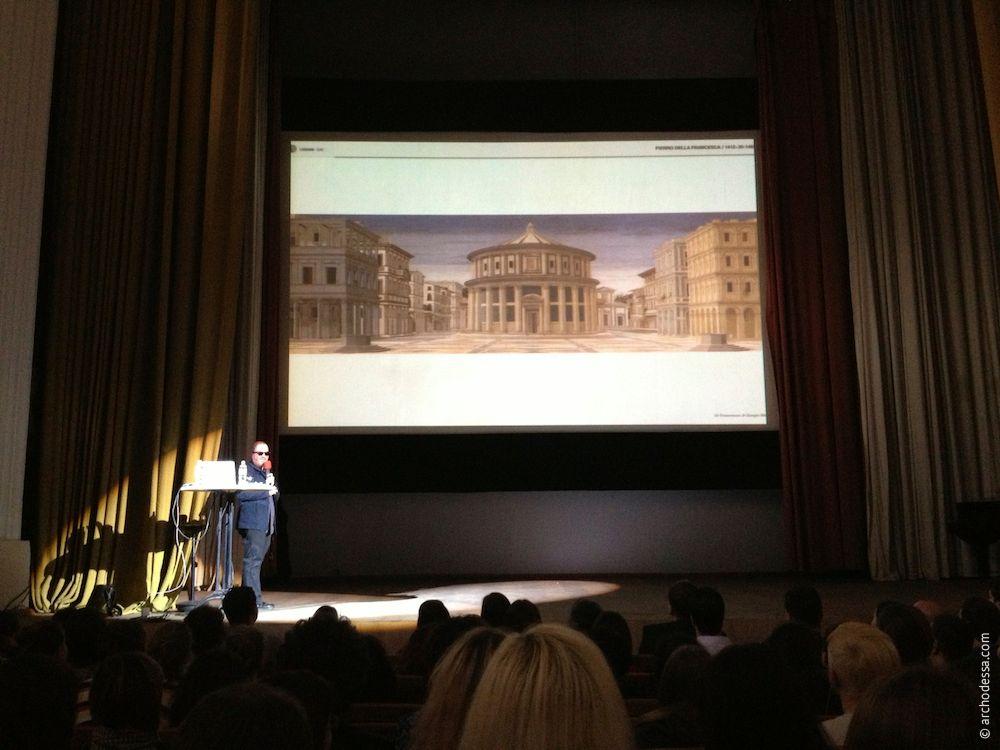 Eric de Broche des Combes рассказывает почему фотографии и проекты архитектурных сооружений должны быть ровными и аккуратными. CANactions 2013