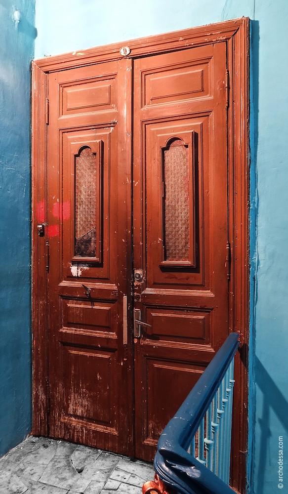 Дверь на втором этаже