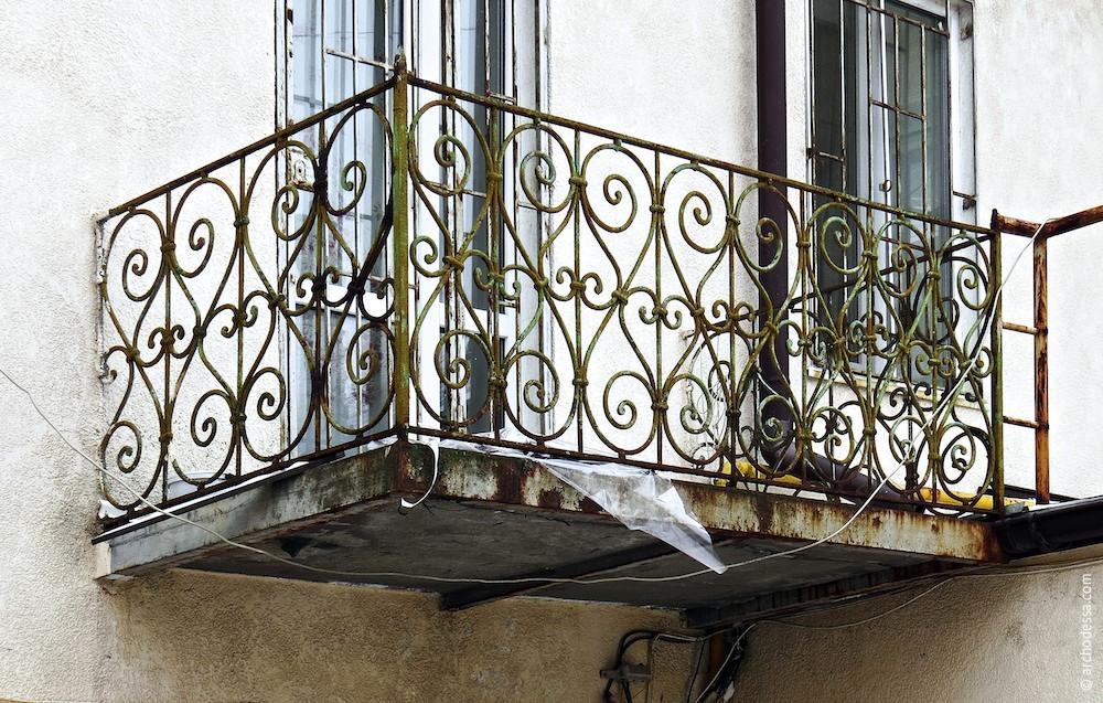 Балкон на фасаді дворового (правобічного) крила