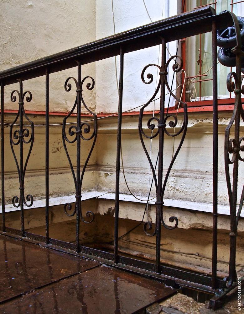 Geländer der Feuertreppe, ein Ausschnitt