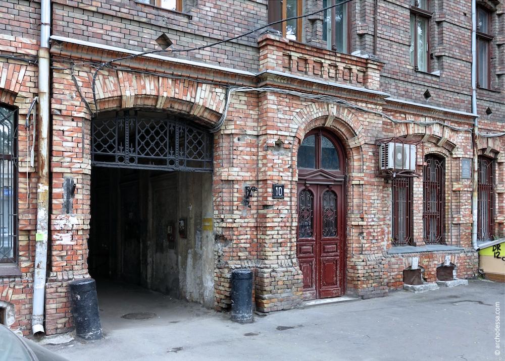 Einfahrt und Eingangsportal, Gesamtansicht