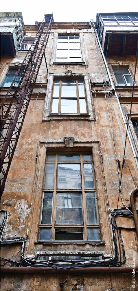Treppenhausfenster des Vorderhauses