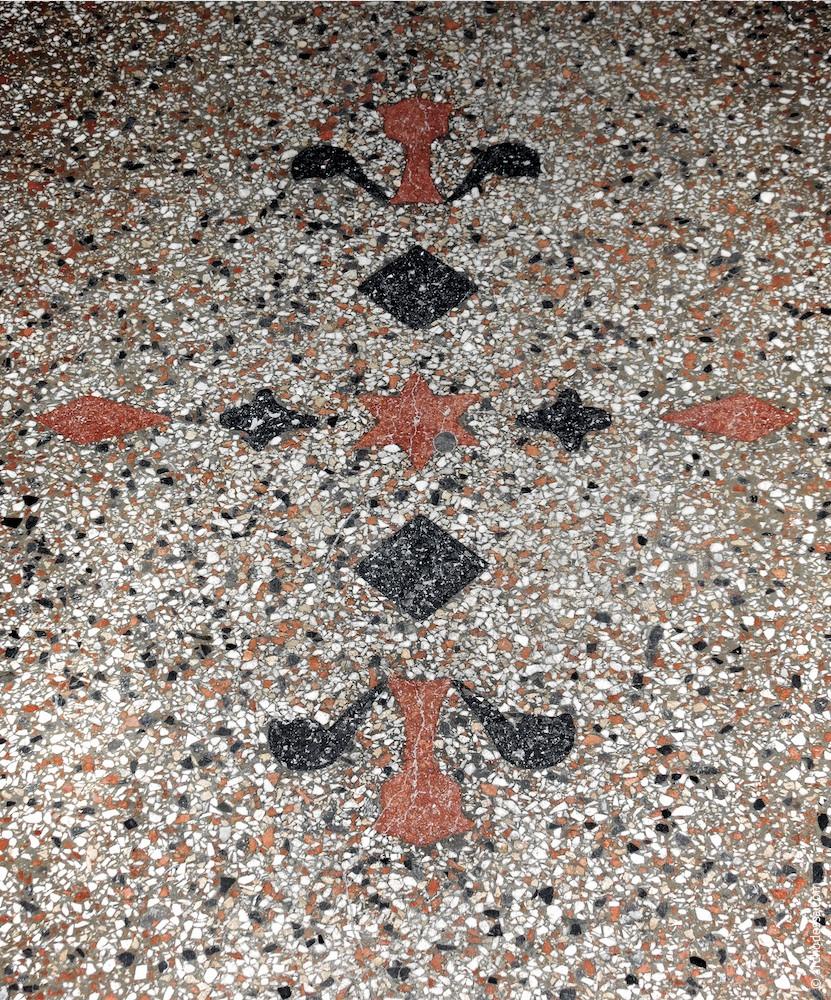 Fußbodenmosaik im Hausflur