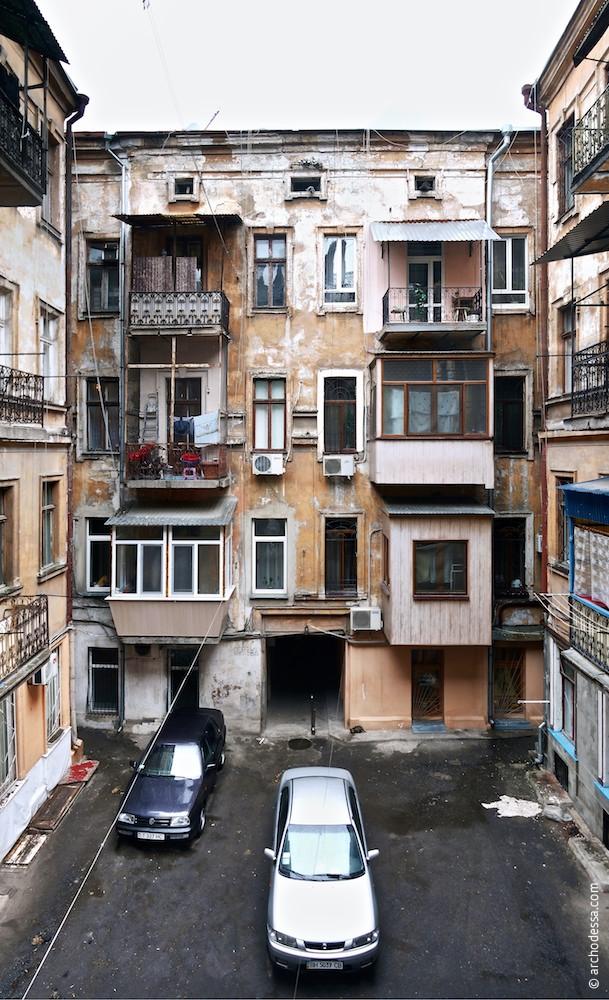 Viergeschossiges Hinterhaus, Ansicht aus dem Treppenhaus des Vorderhauses
