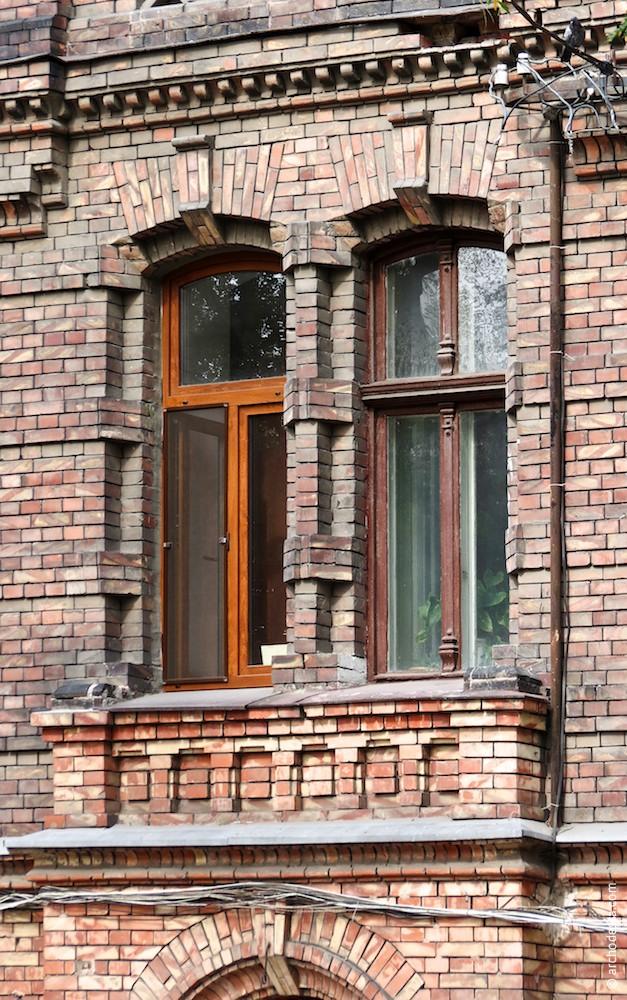 Doppelfenster über dem Eingangsportal, 1. Stock