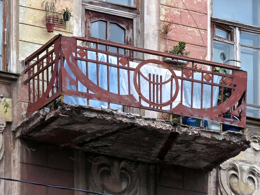 Kleiner Balkon im 2. Stock