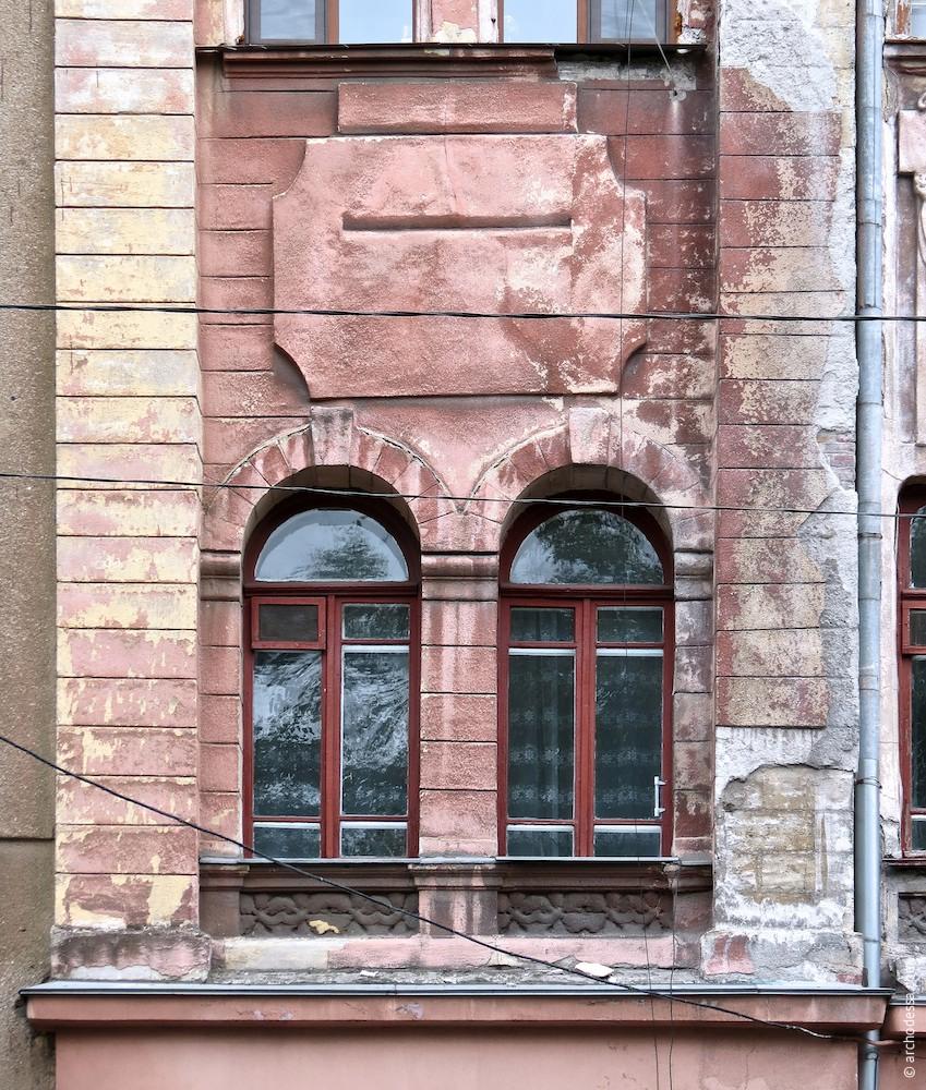 Renaissance-Fenster im 2. Stock