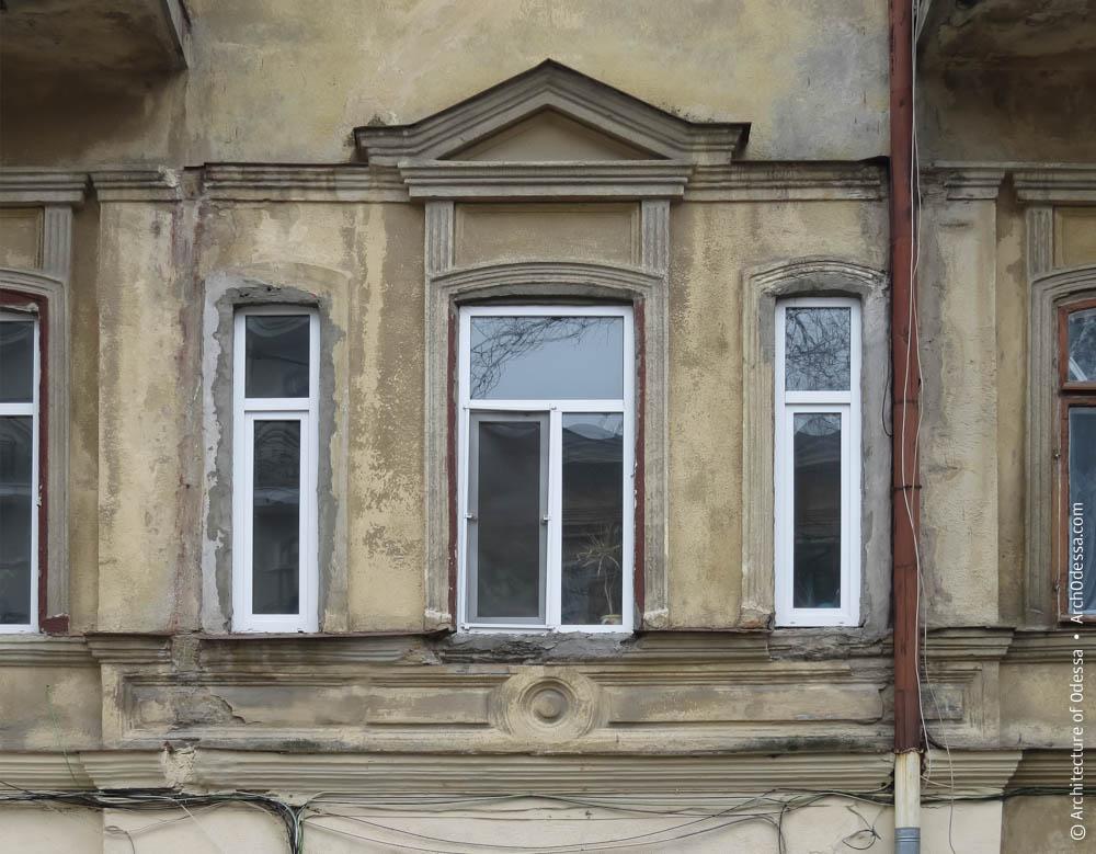 Оконная группа центральной оси на втором этаже