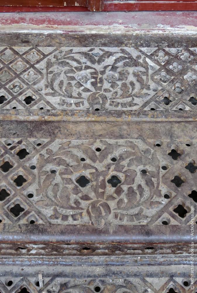 Декор ступеней веранды