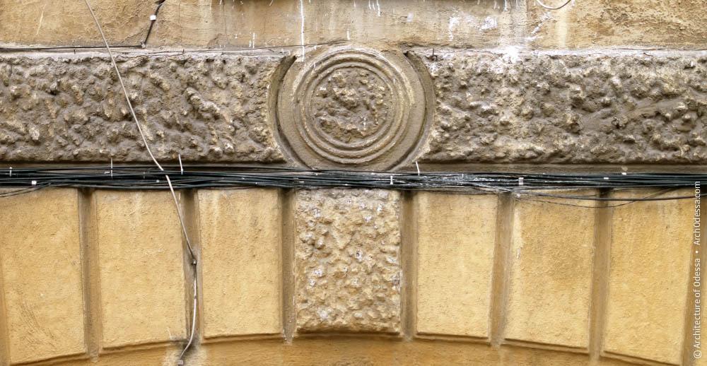 Руст и замковый камень