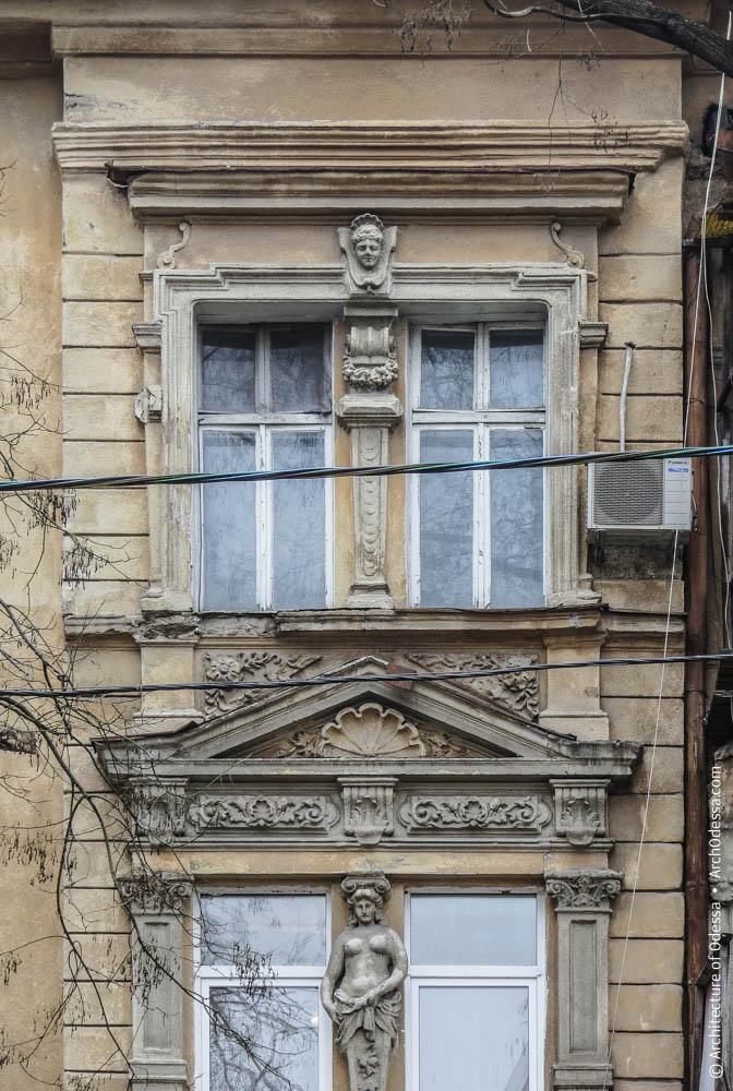Окна бокового ризалита