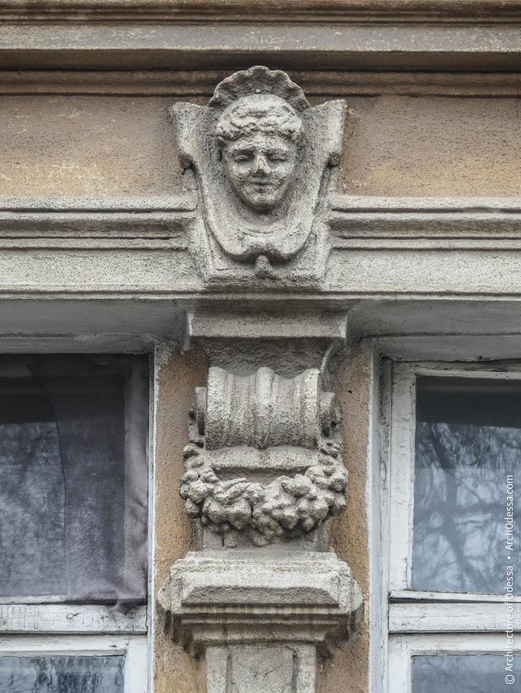 Окна бокового ризалита, фрагмент