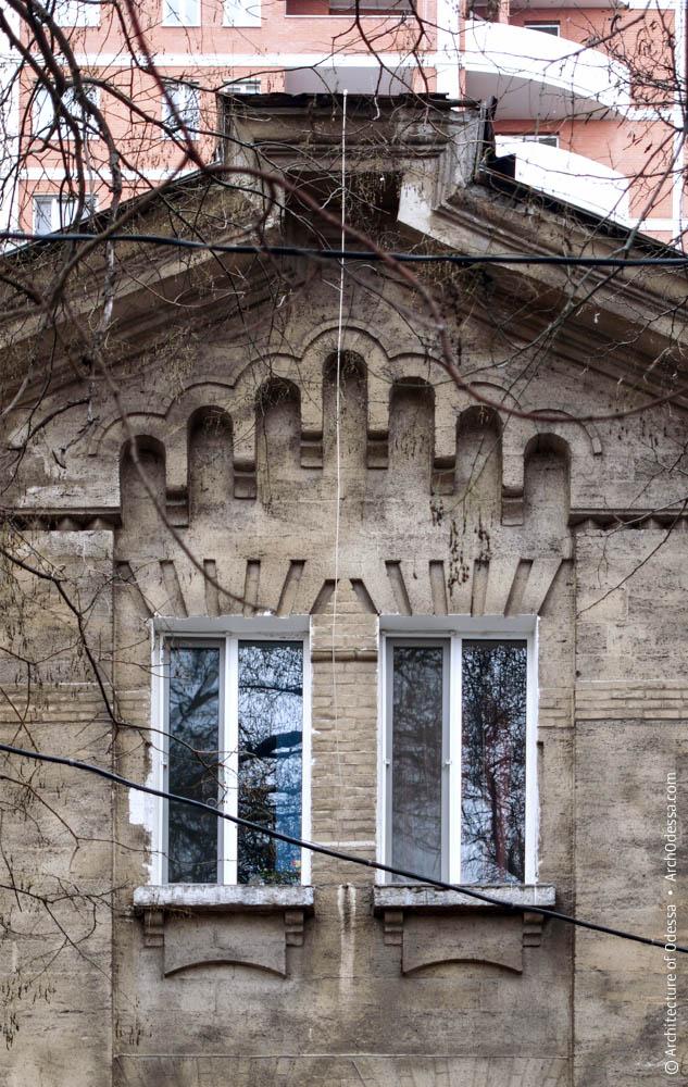 Окна и фронтон