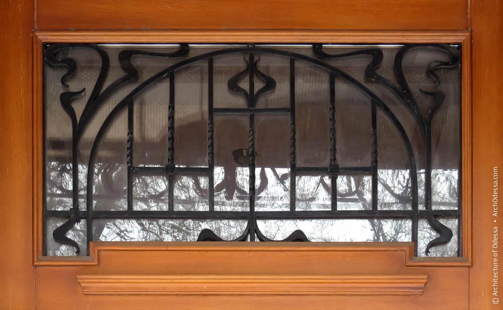Фрамуга двери