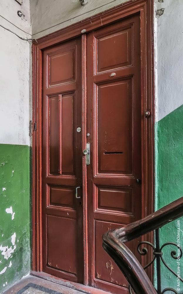 Автентичні квартирні двері