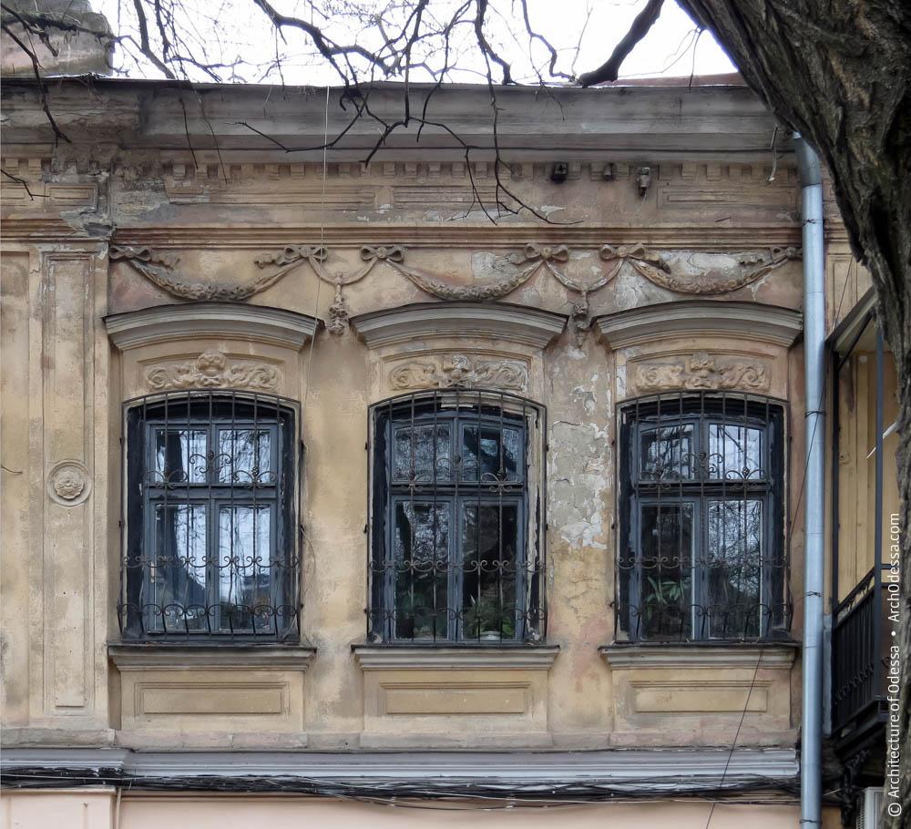 Окна, сандрики, веночная тяга