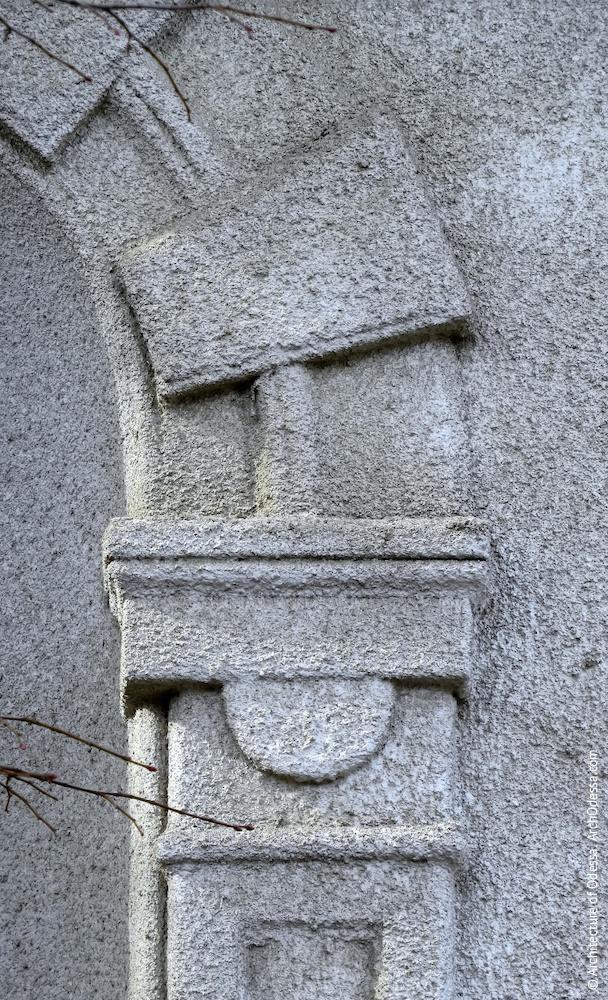 Ниша второго этажа в ризалите, деталь наличника