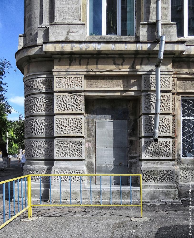 Основание левостороннего крайнего ризалита со стороны Канатного переулка