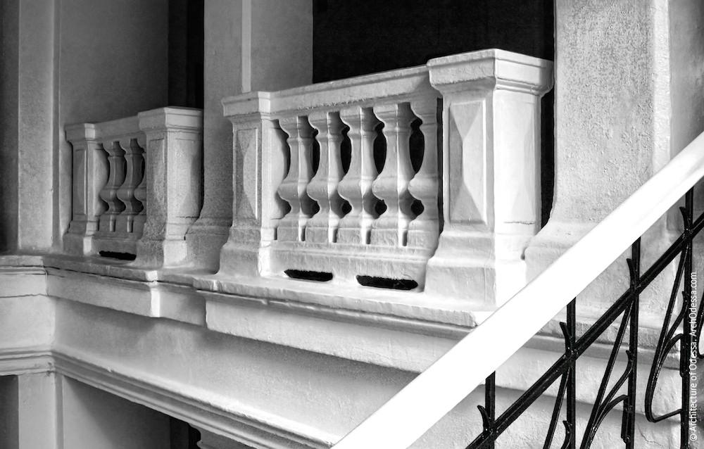 Общий вид балюстрад второго этажа