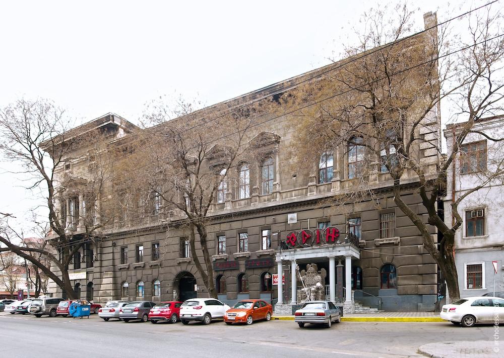 Фасад по Леха Качиньского (Польской)