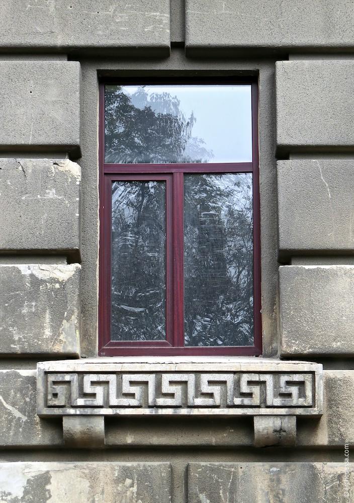 Окно первого этажа (по Бунина)