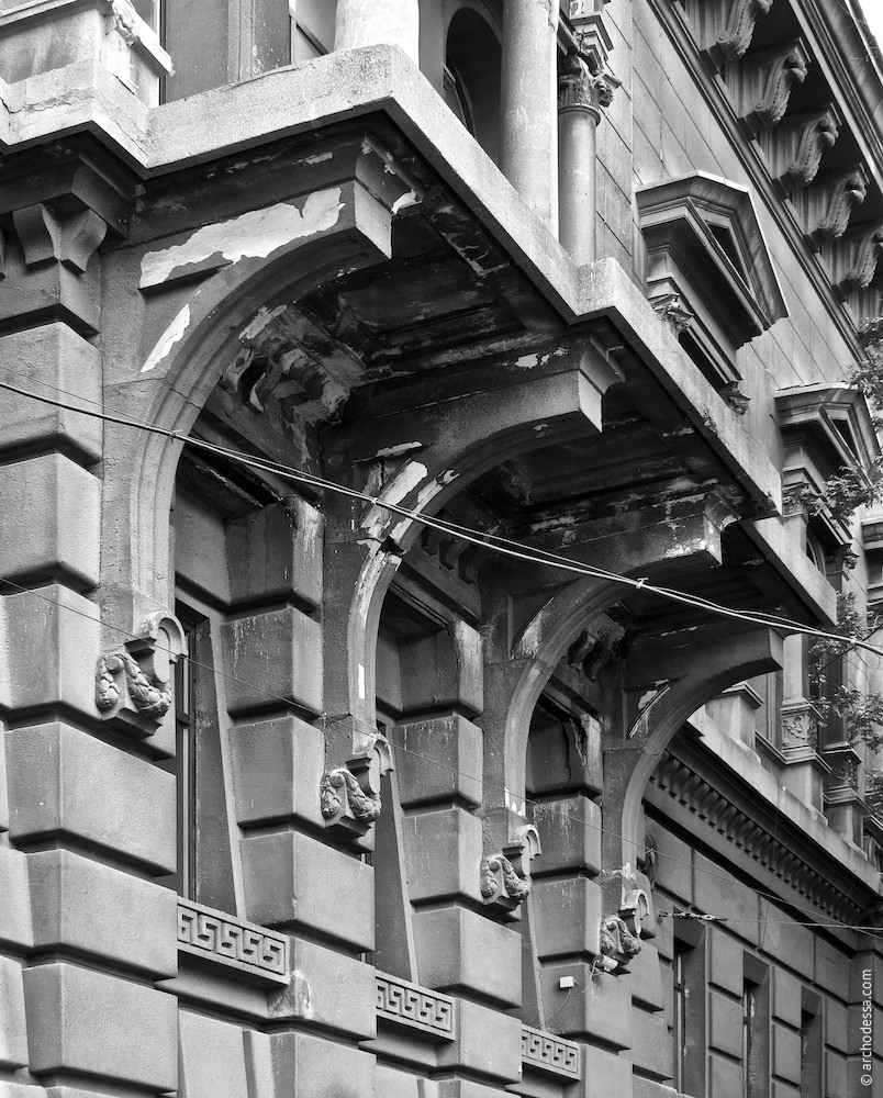 Консоли, поддерживающие балкон