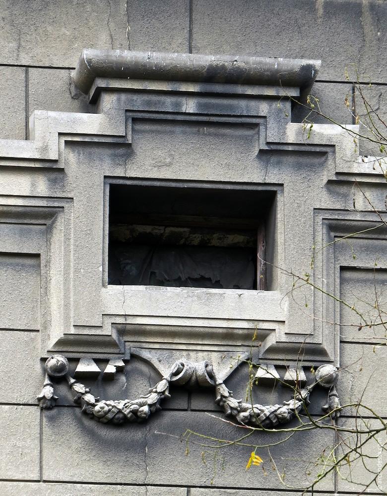 Окно антресольного этажа