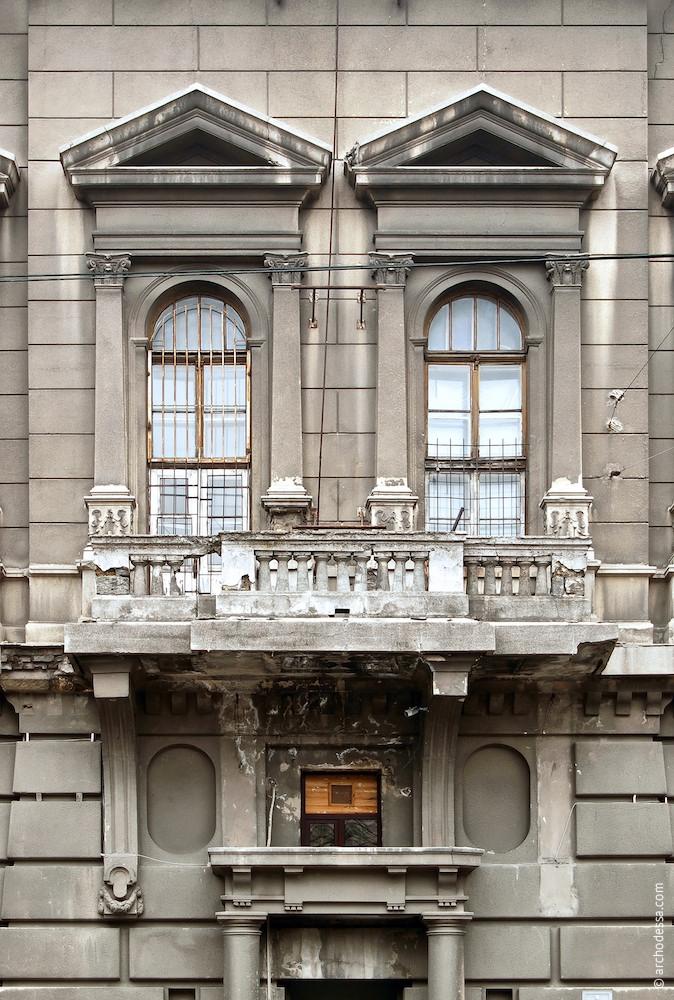 Окна в центральном ризалите по Бунина