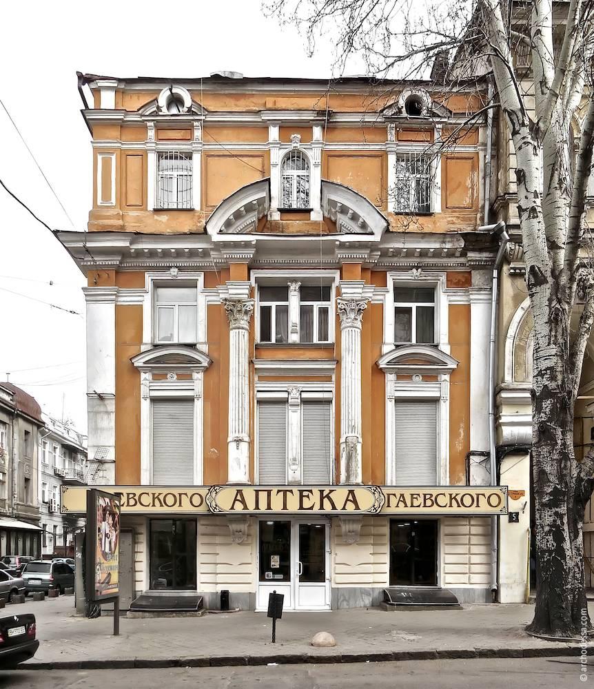 Фасад з боку Катерининської