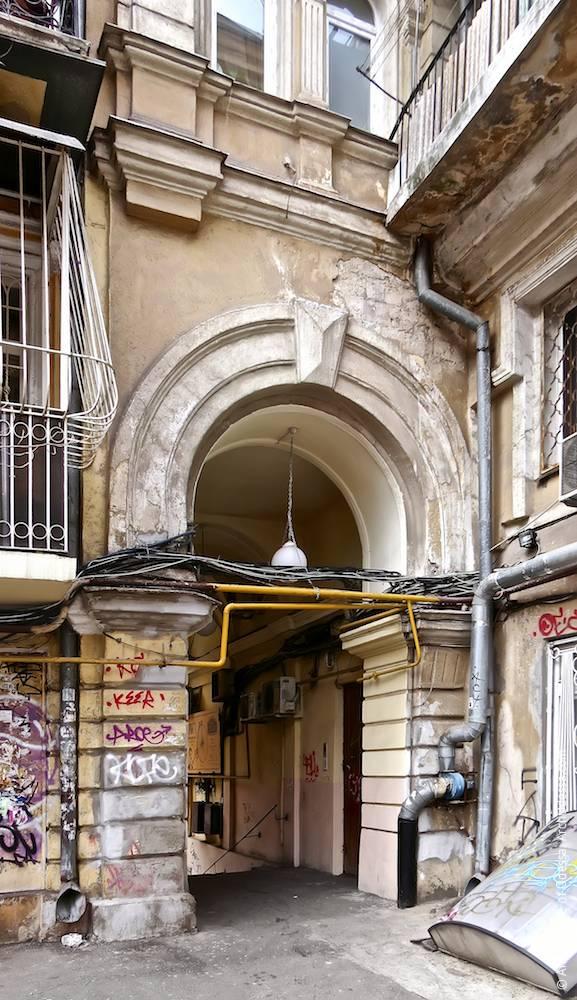 Портал арки со стороны сквера