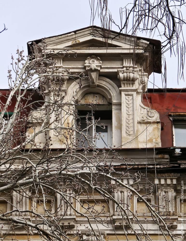 Люкарна со стороны Екатерининской