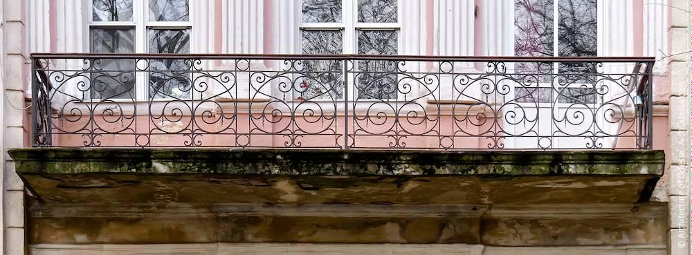 Общий вид ограждений одного из балконов