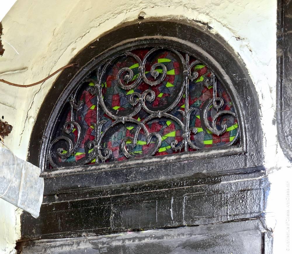 Фрамуга над дверима чорного ходу