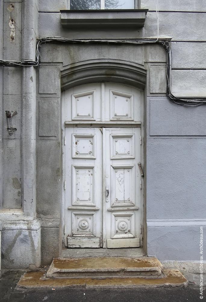Портал і автентичні двері
