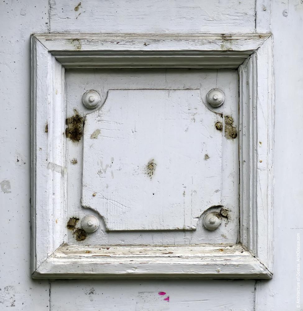 Фрагмент стулки дверей під'їзду