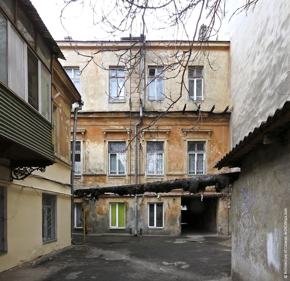 Вигляд дворового фасаду і фрагмент флігеля