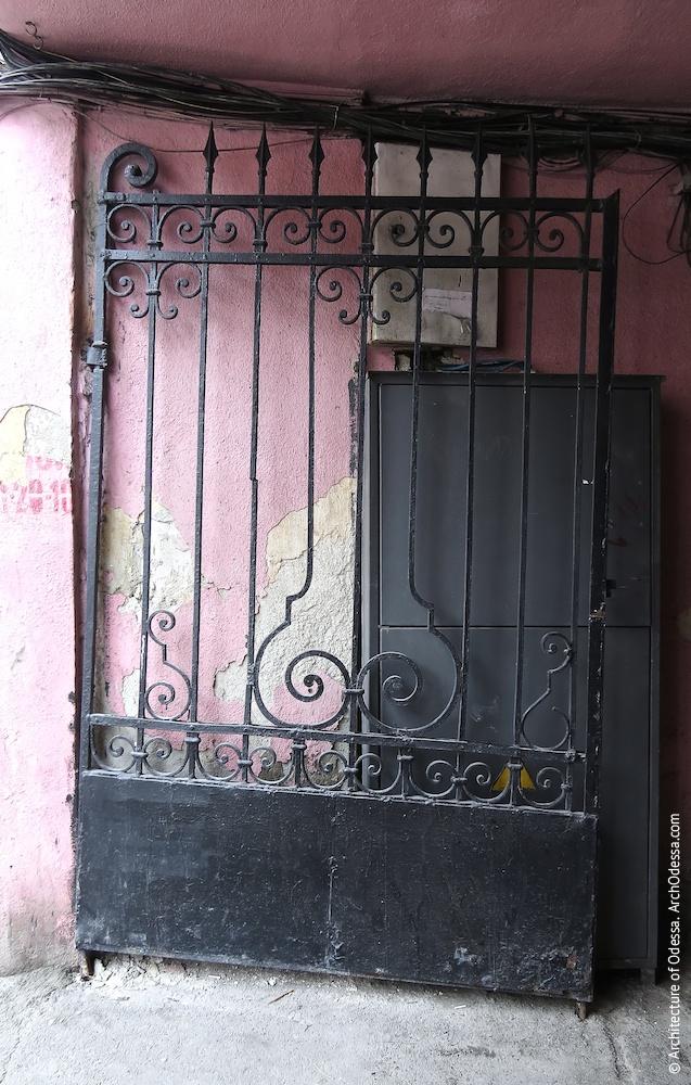 Оригинальные ворота (левая створка)