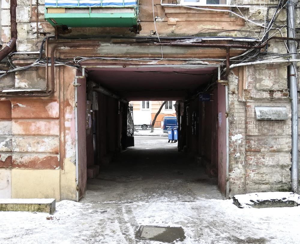 Вид арки со двора