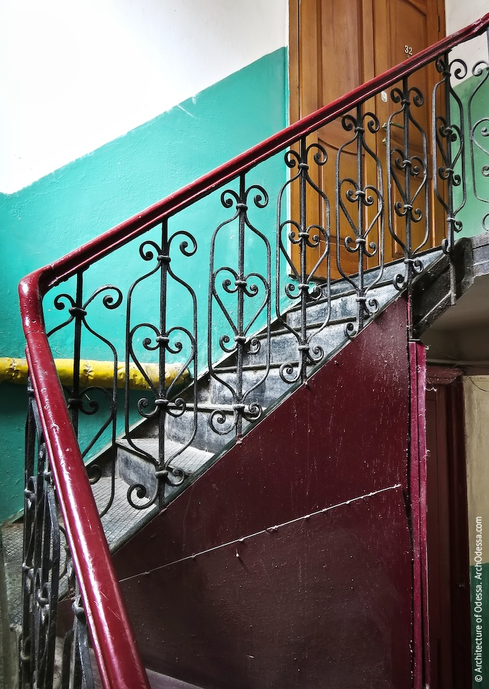 Перила служебной лестницы, фрагмент