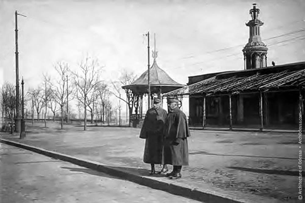 Французские генералы д'Ансельм и д'Эспере на Приморском бульваре, 1919 г, в Одессе