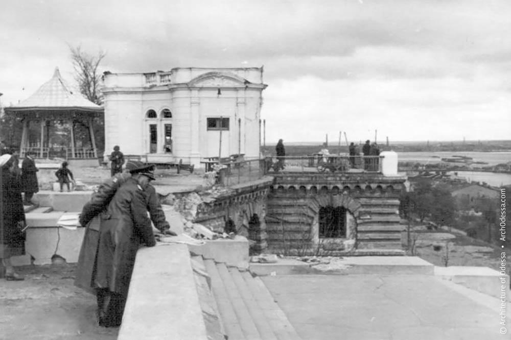 Лишившийся башни павильон ресторана на Приморском бульваре. Конец октября, 1941 год, Одесса