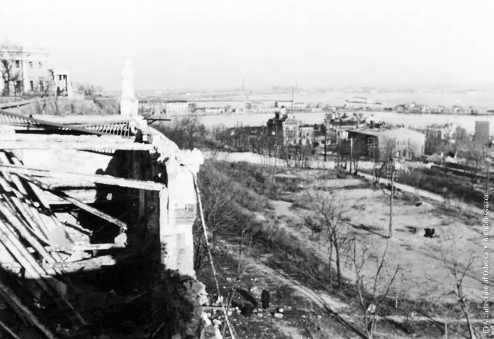 Разрушенная площадка рыбного ресторана в Одессе на Приморском бульваре. Ноябрь, 1941 год