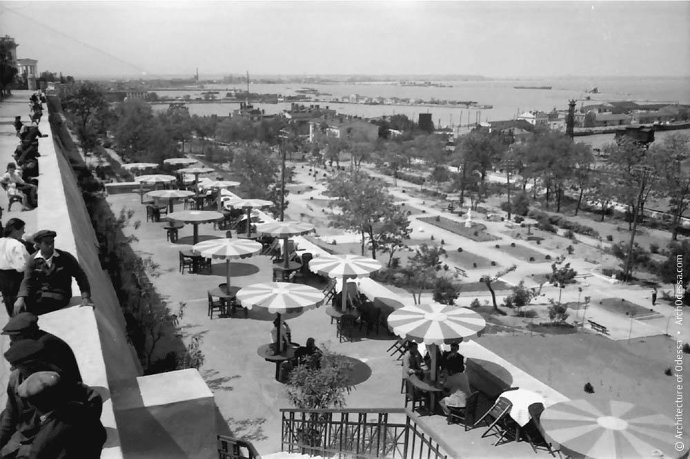 Вид с Приморского бульвара на Лунный парк и нижнюю террасу ресторана, июнь 1943 год, Одесса