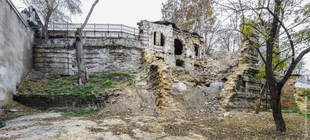 После сноса обвалоопасных фрагментов рыбного ресторана в Одессе