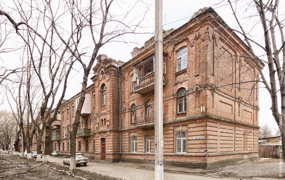 Загальний вигляд двох симетричних будівель