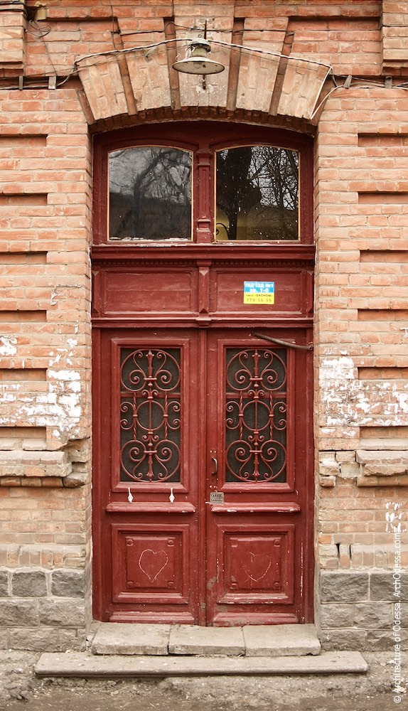 Аутентичная входная дверь