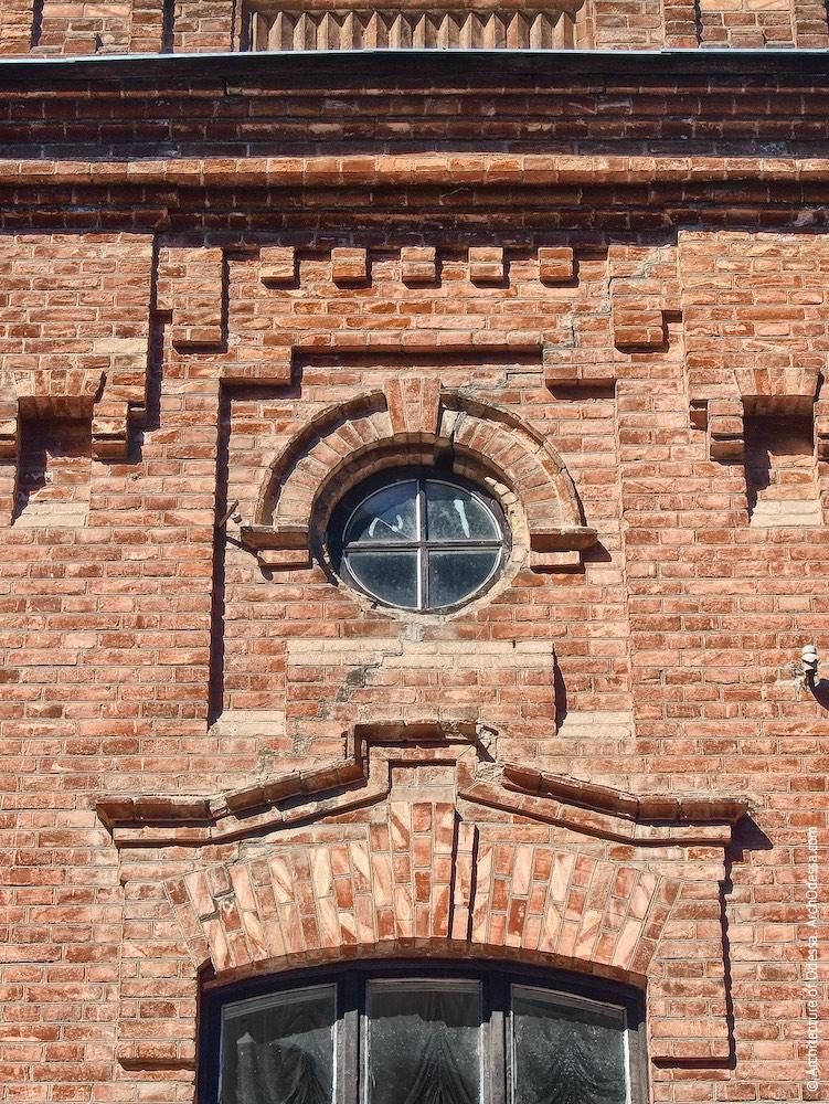 Верхнее световое окно служебной лестницы