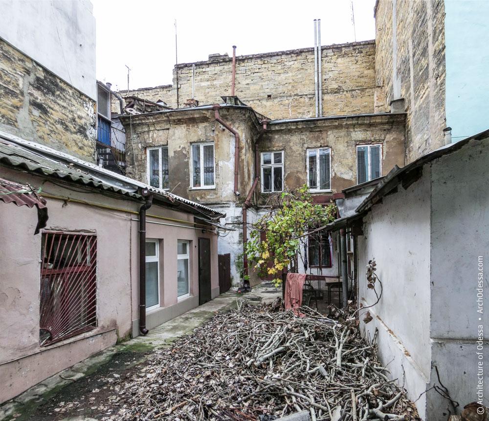 Жилой дом и флигель на Гимназической, 18